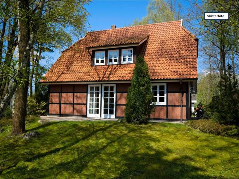 Zwangsversteigerung Ein/Mehrfamilienhaus in 06682 Teuchern, Winkel
